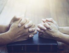 La religión puede ser importante para las personas y, al estar en pareja, debe dialogarse al respecto, especialmente si se practica una diferente. (Foto Prensa Libre: Servicios).
