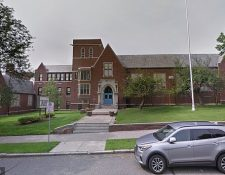 El niño habría llevado las bolsas con droga a su escuela ubicada en Holyoke, Massachusetts. (Foto Prensa Libre: Google Street)
