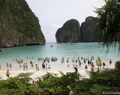 Turista francés muere tras selfi en cascada de Tailandia. (picture-alliance/AP Photo/S. Lalit)