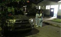 El hijo del político fue llevado en un vehículo particular a un hospital. (Foto Prensa Libre: Alex Coyoy)