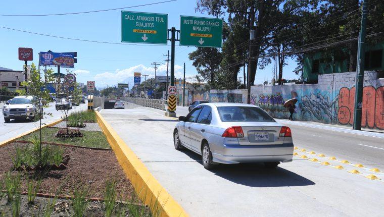 El Viaducto Villa Sol fue inaugurado en la 35 calle de la avenida Petapa, zona 12. (Foto Prensa Libre: Juan Diego González)