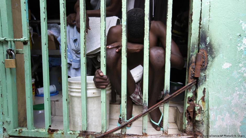 Hambre amenaza la vida de 11 mil reos en Haití, advierte ONG