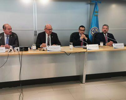 Érick Vargas Sierra, jefe de la SIB, informa sobre la decisión de la Junta Monetaria sobre la Financiera de Occidente, S.A.. (Foto Prensa Libre: María Renée Barrientos)