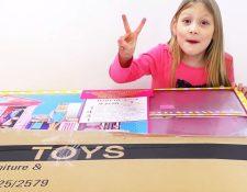 El video más popular de Ava, con 8,6 millones de visitas, es de cuando desempaquetó una casa de juguete de la muñeca Barbie.