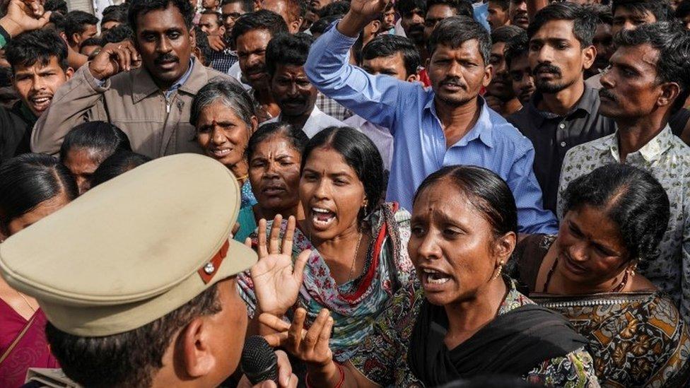 Policía mata a los sospechosos de la violación y asesinato de joven veterinaria india