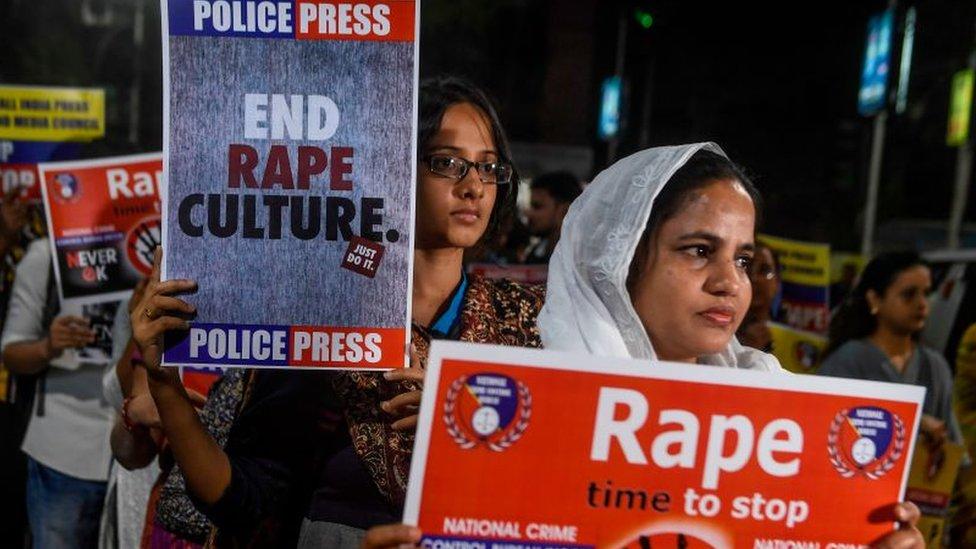 La mujer a la que prendieron fuego en India cuando iba al juicio contra 2 hombres a los que acusó de violación