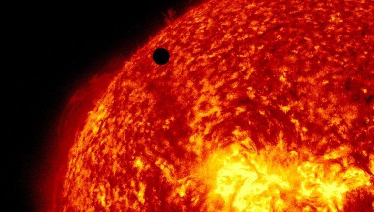 Debido a su cercanía con el Sol, el Parker no puede enviar fotos a la Tierra porque su cámara se derretiría si la apuntara hacia la estrella.