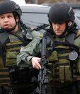 Decenas de agentes policiales fueron desplegados ante el ataque contra el supermercado. AFP