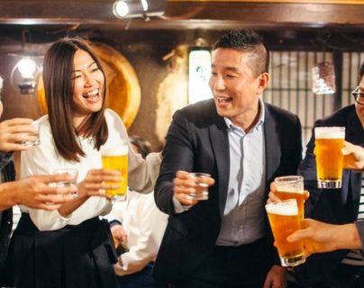 Beber después del trabajo en Japón es una tradición habitual, aunque en los últimos años está siendo cuestionada.