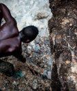 La minería artesanal es común en la RD del Congo, ya que las personas lo hacen como un medio para ganarse la vida.