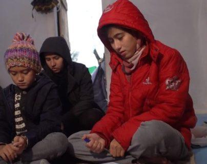 Cada vez más niños se autolesionan e intentan suicidarse en el campamento de Moria, en la isla de Lesbos, Grecia.