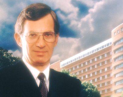 DeVita fue eventualmente nombrado presidente del Instituto Nacional del Cáncer de Estados Unidos (1980-88).