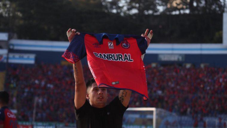 Alejandro Díaz festeja el gol del título 31 para Municipal. (Foto Prensa Libre: Óscar Rivas)