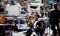 JLX07. NEW YORK (ESTADOS UNIDOS), 02/04/2019.- Vista del tráfico en Times Square en Nueva York, Nueva York, EE. UU., el 2 de abril de 2019. Nueva York se convertirá en la primera ciudad de los Estados Unidos en implementar un precio de congestión que cobraría tarifas a las personas que conduzcan a Manhattan por debajo de la calle 60, después de que la legislatura estatal incluyó el plan en el presupuesto más reciente. El plan, que se incluyó en el presupuesto estatal más reciente y se espera que comience en 2021, se considera una forma de aumentar los ingresos para el sistema de transporte público y reducir los problemas de tráfico de la Ciudad de Nueva York. EFE / JUSTIN LANE