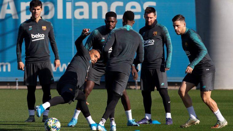Los jugadores del Barcelona ya están clasificados a la siguiente fase de la Champions. (Foto Prensa Libre: EFE)