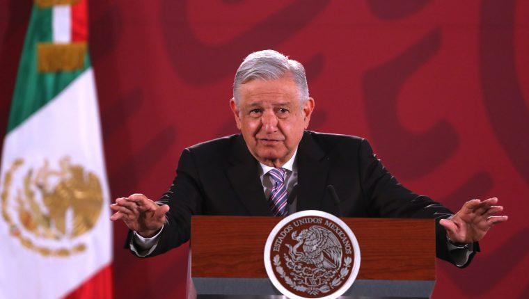 El presidente de México, Andrés Manuel López Obrador, habla durante su conferencia de prensa matutina este lunes, en Ciudad de México. (Foto Prensa Libre: EFE)