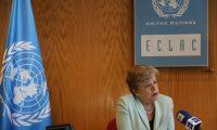 """AME5504. SANTIAGO (CHILE), 12/12/2019.- La secretaria ejecutiva de la Comisión Económica para América Latina y el Caribe (Cepal), Alicia Bárcena, habla con Efe durante una entrevista este jueves, en Santiago (Chile). Bárcena aseguró que América Latina debe """"repensar su modelo económico"""" para reducir la desigualdad, que considera """"el telón de fondo"""" de la crisis social que está atravesando la región. En una entrevista concedida a Efe este jueves con motivo de la presentación en Santiago de Chile del Balance Preliminar 2019 de la Cepal, Bárcena recalcó la necesidad de hacer un """"profundo análisis"""" del descontento social en Latinoamérica para tender hacia """"un mejor equilibrio entre el rol del Estado, el mercado y la sociedad"""". EFE/ Elvis González"""
