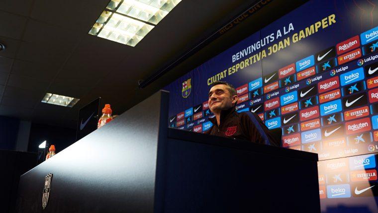 El entrenador del FC Barcelona, Ernesto Valverde, durante la rueda de prensa previo al partido frente a la Real Sociedad. (Foto Prensa Libre: EFE)