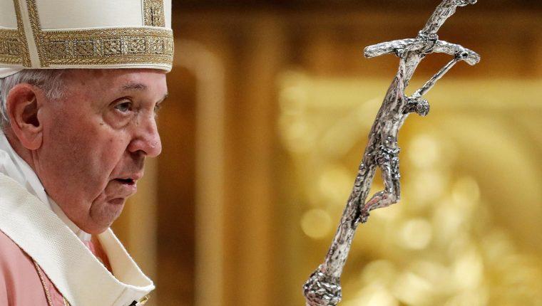 El papa Francisco hace un llamado a reducir las tensiones de guerra. (Foto Prensa Libre: EFE)