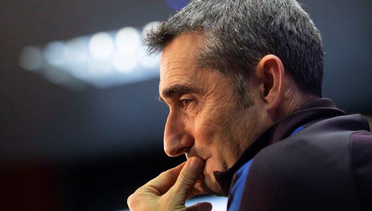 El entrenador del Barcelona Ernesto Valverde reconoce que su equipo sufrió mucho y les afectó la eliminación de la Champions pasada. (Foto Prensa Libre: EFE)