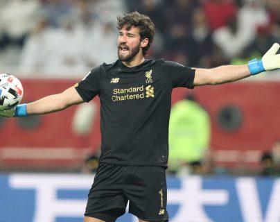 El portero brasileño del Liverpool,  Alisson Becker, asegura que su equipo quiere más triunfos. (Foto Prensa Libre: EFE)