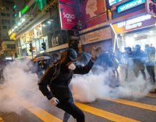 Múltiples enfrentamientos entre protestantes y la policía de Hong Kong se reportaron en Navidad. (Foto Prensa Libre: EFE)