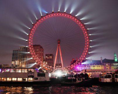 Miles de personas se congregaron en Londres para despedir el año 2019. (Foto Prensa Libre: EFE)