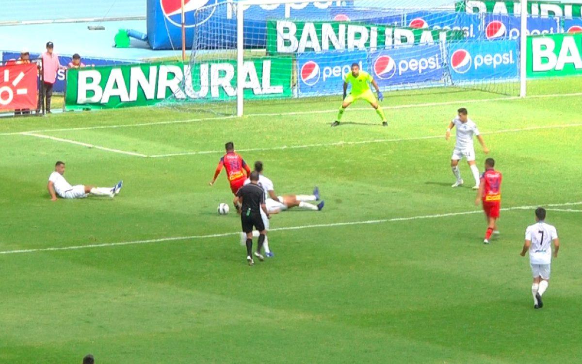 VIDEO | 'Gambeta' Díaz y la jugada del Clásico 310 que deja a cinco rivales cremas