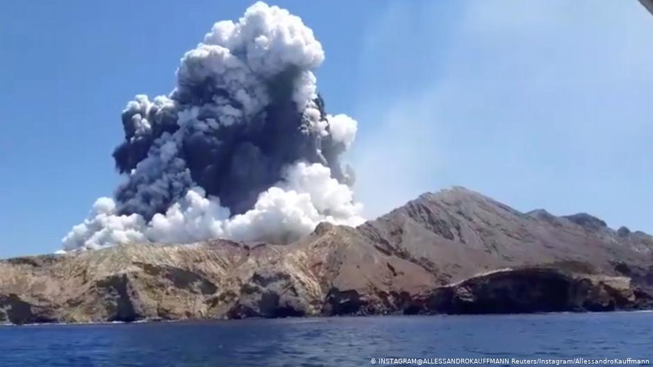 Nueva Zelanda busca a ocho turistas desaparecidos en erupción