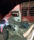 Dos ocupantes de un automóvil murieron durante un choque en Petén. (Foto Prensa Libre)