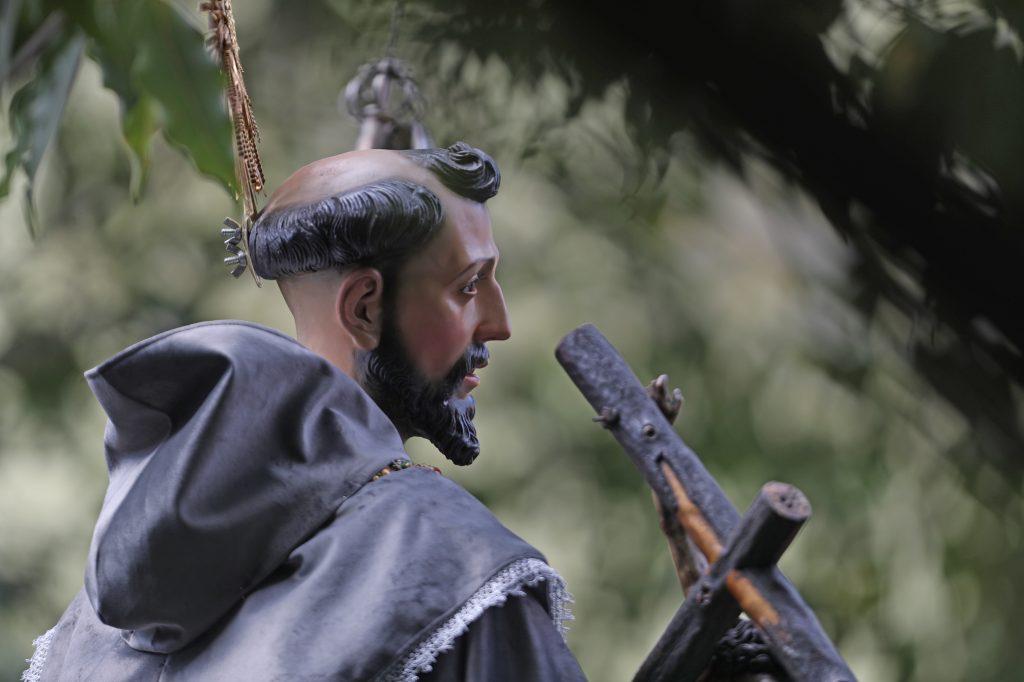 La imagen de San Francisco acompaña el cortejo de la Virgen de los Reyes. Foto Prensa Libre: Óscar Rivas