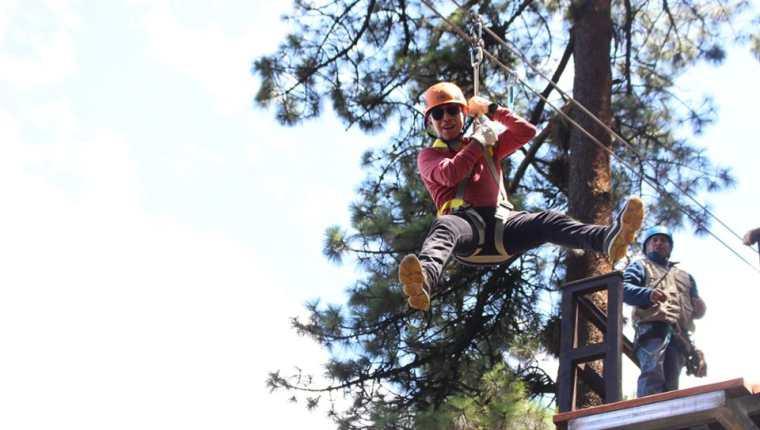 El parque municipal El Astillero en San Marcos habilitó un área para la  practicar de canopy. (Foto Prensa Libre: Cortesía)