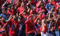 Los aficionados rojos disfrutaron de su equipo en el Manuel Felipe Carrera. Municipal fue el mejor equipo de local. (Foto Prensa Libre: Luis López)