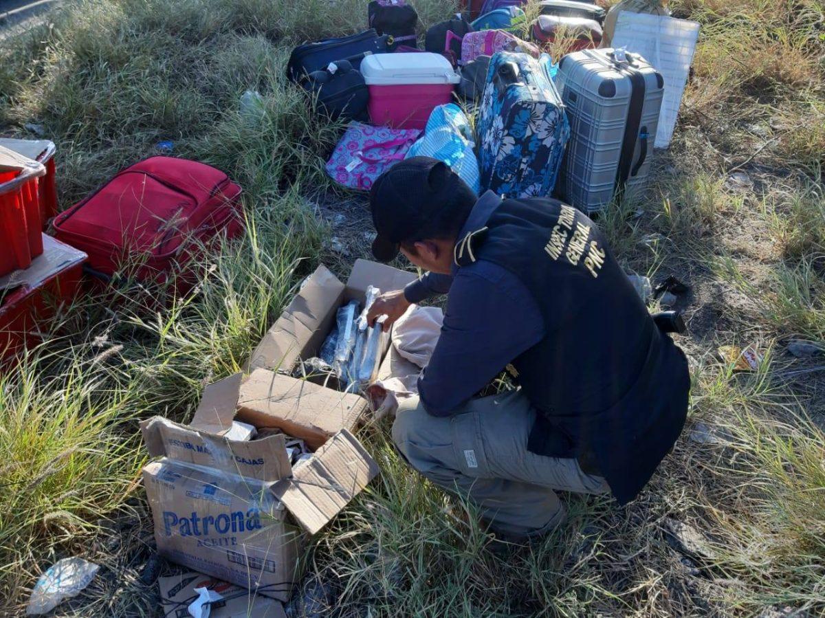 Decomisan 63 granadas, fusiles y municiones que eran transportados en un autobús