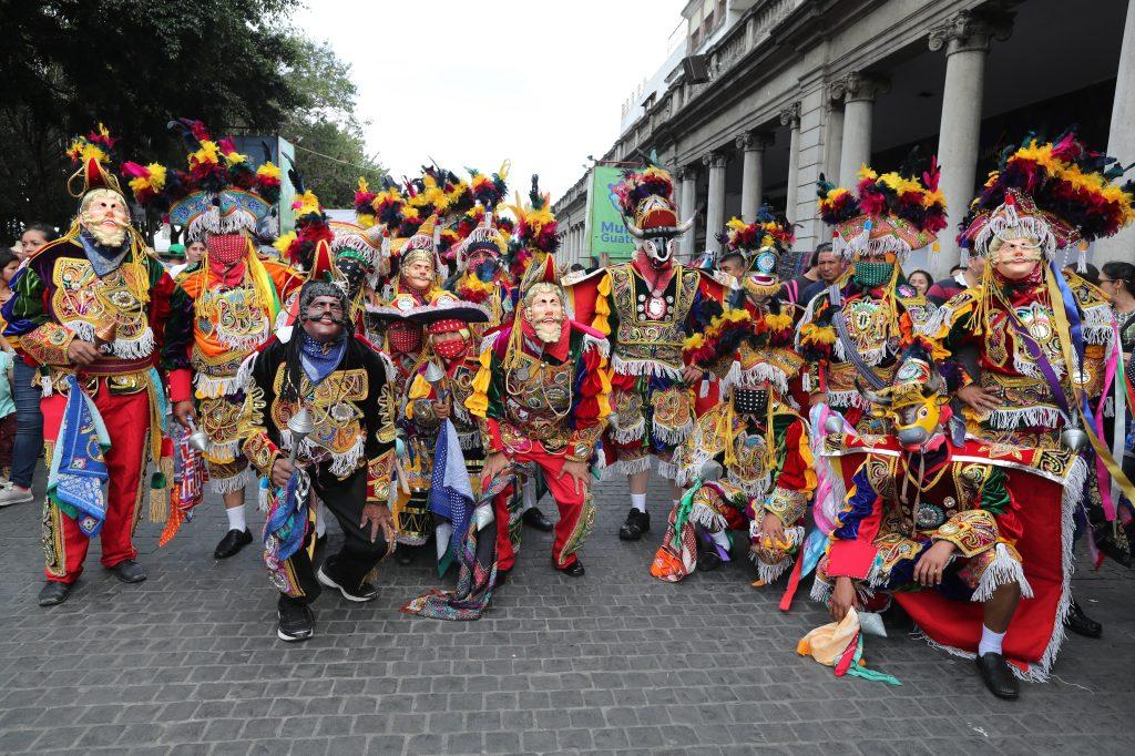 Los moros posan para una fotografía antes de llegar a Catedral Metropolitana. Foto Prensa Libre: Óscar Rivas