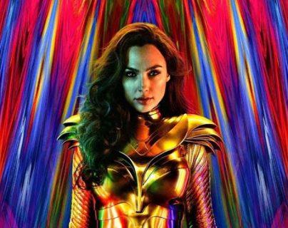 "La actriz israelí Gal Gadot vuelve a personificar a la superheroína en ""Wonder Woman 84""."