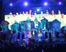 Don Ricardo Castillo Sinibaldi, presidente de la junta directiva del Instituto de Recreación de los Trabajadores de la Empresa Privada de Guatemala – IRTRA- inauguró la temporada navideña. Foto Prensa Libre: Norvin Mendoza