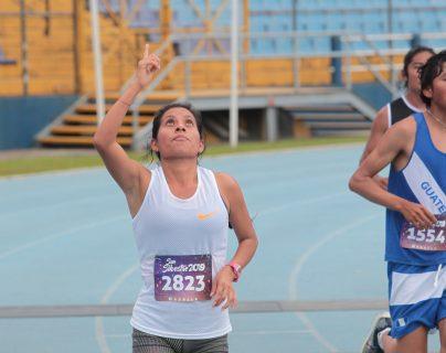 Merlin Chalí ingresa a la meta de la San Silvestre 2019. (Foto Prensa Libre: Norvin Mendoza)