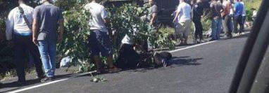 Accidente de bus en la ruta a Escuintla. (Foto Prensa Libre: Tomada de Multivisión Canal 3)