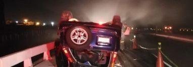 Accidente en el kilómetro 39.5 de la Autopista Palín, Escuintla. (Foto Prensa Libre: Bomberos Voluntarios).