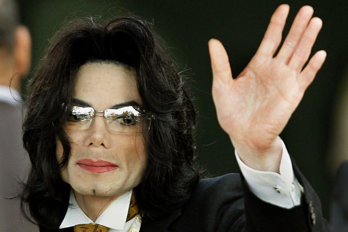 Escalofriantes detalles de la autopsia de Michael Jackson revelan que tenía tatuajes extraños y cicatrices en el cuerpo