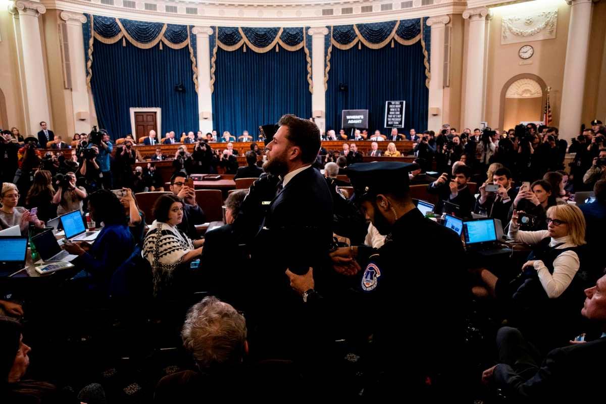 Defensor de Trump grita en plena audiencia del comité judicial que evalúa juicio político