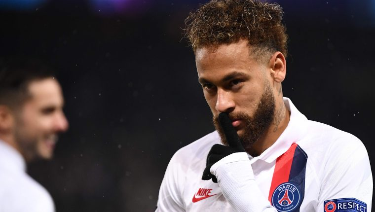 El delantero brasileño Neymar asegura que está feliz en París. (Foto Prensa Libre: AFP)