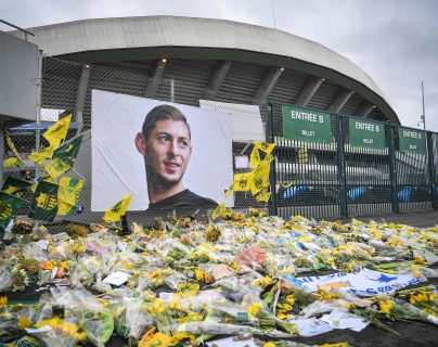 Un mural en la memoria del futbolista fallecido, Emiliano Sala. (Foto Prensa libre: AFP )