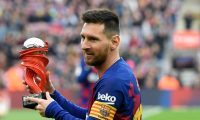 Barcelona's Argentine forward Lionel Messi holds the Liga Best Player award before the Spanish league football match FC Barcelona against Deportivo Alaves at the Camp Nou stadium in Barcelona on December 21, 2019. (Photo by LLUIS GENE / AFP)