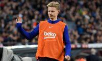 Frenkie De Jong, jugador del Barcelona, aseguró que el argentino Messi le ha dado consejos para mejorar su juego. (Foto Prensa Libre: AFP).