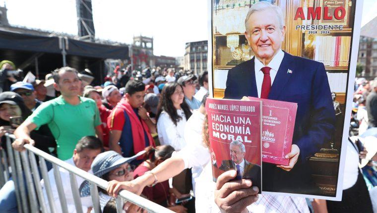 El presidente Andrés Manuel López Obrador aseguró que, a un año de asumir el cargo, ha cumplido 89 de los 100 compromisos que hizo. (Foto, Prensa Libre: Efe).