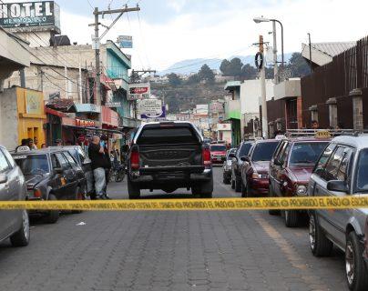 Personal del MP recolectó evidencias en el lugar donde ocurrió el ataque armado. (Foto Prensa Libre: María Longo)