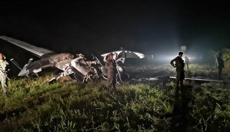 Lugar donde fue localizada una avioneta en Sayaxché, Petén. (Foto Prensa Libre: Ejército de Guatemala).