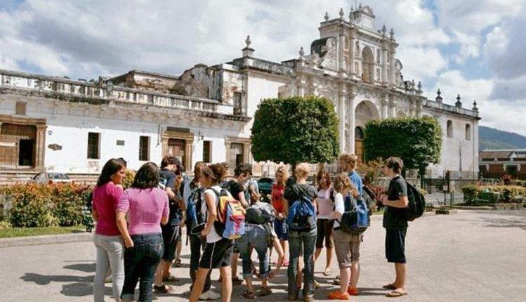 Antigua Guatemala es uno de los lugares visitados por turistas y debido al coronavirus se podrían cancelar reservaciones. (Foto Prensa Libre: Hemeroteca PL)